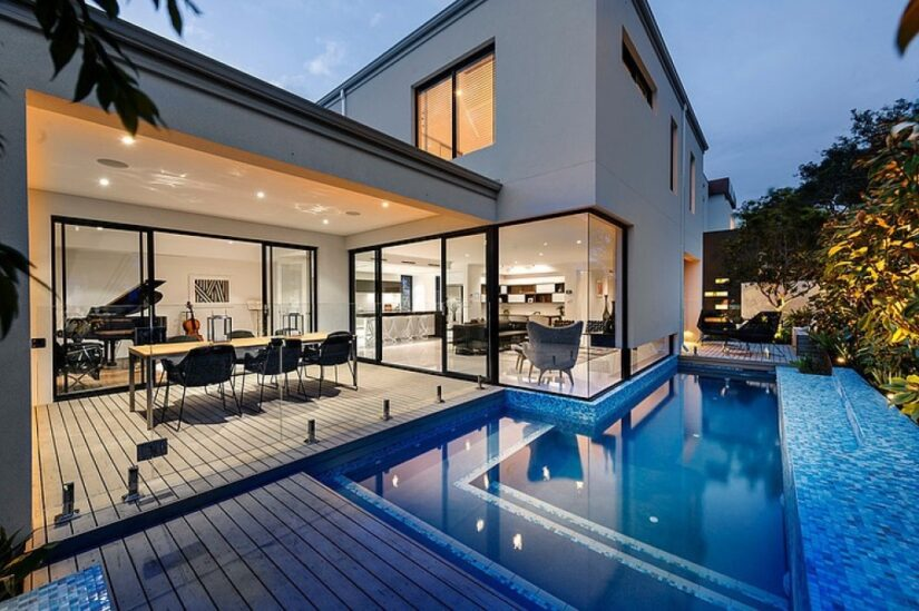 Comfortable house with swimming pool